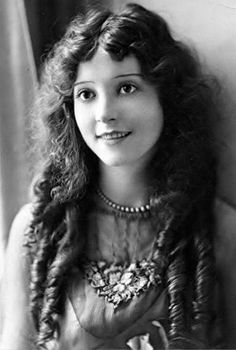 Madge Bellamy born June 30, 1899 Died January 24, 1990 aged 90 RIP An American stage and film actress who was a popular leading lady in the 1920s and early 1930s. Her career declined in the sound era, and ended following a romantic scandal in the 1940s when she garnered considerable media attention after being arrested in San Francisco and charged with assault with a deadly weapon.