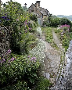 (via Old English Cottage ~ every person' a home with a garden, a fireplace, lovely fresh air, trees softly blowing in the summer breeze. Style Cottage, Tudor Cottage, Garden Cottage, Cozy Cottage, Cottage Homes, Fairytale Cottage, Storybook Cottage, English Country Cottages, English Countryside