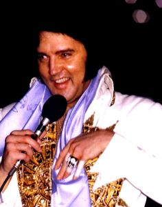 Elvis live in Louiville may 21 1977.