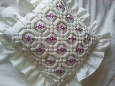 Best ideas for embroidery pillow fabric manipulation Embroidery Monogram, Hand Embroidery Designs, Embroidery Stitches, Smocking Patterns, Crochet Stitches Patterns, Sewing Pillows, Pillow Fabric, Sewing Hacks, Sewing Projects