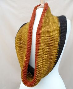 Tossing the Stash: SSC (Super Simple Cowl) Free Pattern. I want to have one of these so bad!!!