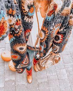 Y V O N ✨ Ibizabohogirl (@ibizabohogirl) • Фото и видео в Instagram Warm Outfits, Kids Outfits, Bohemian Style, Boho Chic, Hippie Style, Style Bobo Chic, Cardigan Au Crochet, Granny Square Sweater, Boho Fashion