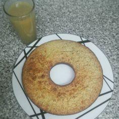 To welcome #fall a grape & oats cake and  grape juice. #nosugaradded #lowfat #glutenfree #vegetarian #ovolactovegetarian #healthysnack #fruitcake / Para comemorar a chegada do #outono um bolo de uvas e aveia acompanhado do respetivo sumo. #bolodefruta #semglúten #vegetariano #ovolactovegetariano