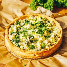 Purjolökspaj – recept   Mitt kök Vegetable Pizza, Pesto, Quiche, Camembert Cheese, Recipies, Vegan, Vegetables, Breakfast, Food