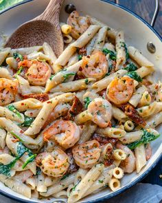 This Creamy Shrimp Pasta recipe is made with a light cream sauce, sun-dried tomatoes, spinach, and a light creamy sauce. Quick and easy… Healthy Meal Prep, Healthy Dinner Recipes, Healthy Eating, Healthy Foods, Healthy Life, Healthy Chicken, Lunch Recipes, Clean Eating, Dessert Recipes