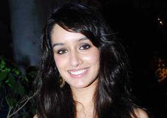 shraddha kapoor hd smile dp wallpaper