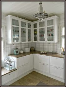Maalaiskoti Myllyhaassa : Kurkistus keittiöön Ikea, Kitchen Cabinets, Farmhouse, Retro, Home Decor, Kitchens, Houses, Projects, Decoration Home