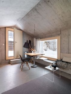 Window seat in Concrete Cabin in Switzerland – Gravity Concrete Architecture, Interior Architecture, Interior And Exterior, Interior Design, Minimalist Interior, Minimalist Home, Concrete Houses, Elegant Homes, Building A House