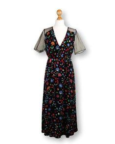 ee67eec52fc Flower print maxi dress  black bohemian dress   boho dress   Party dress    long dress   wedding guest dress   V neck dress   short sleeve