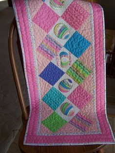 Easter Table Runner-love the pattern, but won't do this in pink