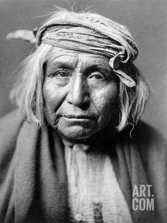 Apache Indian Edward S. Curtis Portrait photo of an Apache Indian, De Gizzeh-Rolling. Native American Photos, American Indian Art, Native American History, American Indians, Apache Indian, Native Indian, Indian Tribes, Navajo, Edward Curtis