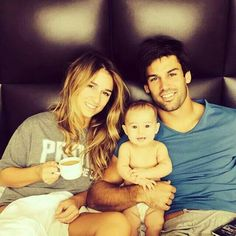 Eric and Jessie James Decker and their adorable daughter Eric And Jessie Decker, Jesse James Decker, Eric & Jessie, Eric Decker, Jessica James, Baby Family, Family Life, Beautiful Family, Beautiful Babies