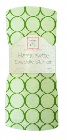 """Dekorativt """"Marquisette"""" gas-teppe.Swaddle Blanket, Jewel Mod Circles, kiwi.Grøntmed grønne sirkler.  Supre babytepper til svøping -gir trygghetsfølelse og støtte til nyfødte ved søvn.Også behagelig omslag når man skal holde babyen.* Marquisette er et tynt, løst vevd bomullsstoff igas-kvalitet (lik 1-lags musselin).*Meget luftige og behagelige.* Enkle å vaske - blir mykere og mykere for hver vask.* Naturlige fargeruten aminer, formaldehyd og azo-fargestoff. *Påsy..."""