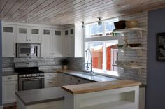 Spacious Kitchen - Hansel and Gretel Cottage downtown Saugatuck -  - rentals