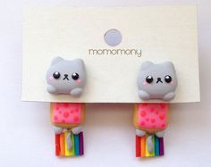 Cute Cat Nyan Neko Clinging Earrings by momomony on Etsy Cute Polymer Clay, Cute Clay, Polymer Clay Miniatures, Polymer Clay Projects, Polymer Clay Charms, Diy Clay, Polymer Clay Earrings, Clay Crafts, Diy And Crafts
