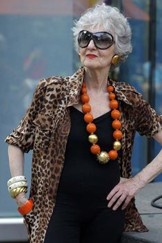 See more ideas about advanced style, happy older women and ageless beauty. Fashion For Petite Women, Mature Fashion, Fashion Over 40, Womens Fashion For Work, Cheap Fashion, Fashion Women, Fashion Trends, Advanced Style, Ageless Beauty