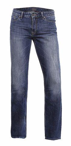 Antonio der Bestseller von CROSS Jeans® mit kleinem Update. Der relaxte Schnitt, entspannt am Oberschenkel mit leicht konisch zulaufendem Bein, ist nach wie vor ein 5-Pocket Fit mit viel Bewegungsfreiheit. Waschungen auf hochwertigem Denim aus 100% Baumwolle. Neue Cross Details wie z.B.hochwertiges Leder-Logo Patch rueckseitig am Bund, sehr aufwendig gearbeitetes Cross Logo an der Gesaeßtasche,...