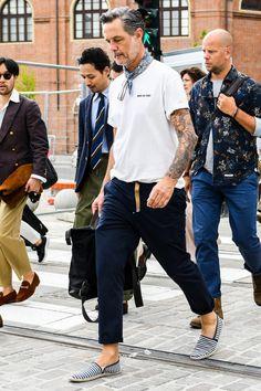 """メンズ 夏靴 ④「リラックス感たっぷりなリゾートテイスト漂う""""エスパドリーユ""""」 Old Man Fashion, Mens Fashion, Fashion Outfits, Fashion Trends, Smart Outfit, Instagram 4, Espadrilles, Street Style, Couple Photos"""