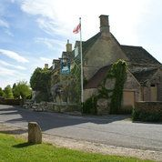 The Swan Inn at Swinbrook Review | Places to Stay | Cotswolds Cotswold Wildlife Park, St James The Greater, St John The Evangelist, Lake Resort, Medieval Town, Places To Visit, Tours, Travel, Viajes