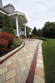 38 ideas for designing modern paths that you can try out for your front yard … - Hof Ideen Front Yard Walkway, Front Yard Decor, Outdoor Walkway, Front Yard Design, Front Yard Landscaping, Shade Landscaping, Concrete Walkway, Cobblestone Walkway, Brick Walkway