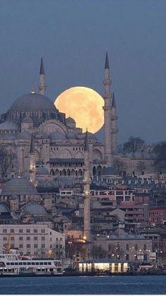 Full Moon in Istanbul Turkey – – – Jack Full Moon in Istanbul Turkey – – Full Moon in Istanbul Turkey – – wallpaper, hintergrund Beautiful Mosques, Beautiful Buildings, Mekka Islam, Mosque Architecture, Istanbul Travel, Istanbul City, Blue Mosque, Turkey Travel, Turkey Tourism
