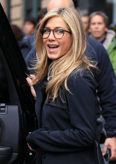 Jennifer Aniston definitely rocks the big, round eyeglasses trend. Jennifer Aniston definitely rocks the big, round eyeglasses trend. Jennifer Aniston Glasses, Jenifer Aniston, Blonde Makeup, Celebrities With Glasses, Celebrity Glasses, Womens Glasses Frames, Big Glasses Frames, Glasses Trends, Look 2015
