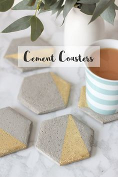 Diy Home : Illustration Description Hexagon Cement Coaster DIY – More -Read More – Homemade Coasters, Diy Coasters, Concrete Crafts, Concrete Projects, Wine Bottle Crafts, Christmas Diy, Homemade Christmas, Diy And Crafts, Projects To Try