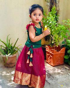 Baby Girl Dress Design, Girls Frock Design, Kids Frocks Design, Baby Frocks Designs, Kids Dress Wear, Kids Gown, Dresses Kids Girl, Kids Dress Collection, Baby Frock Pattern