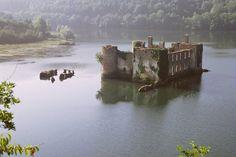 le château abandonné  | après diapo 6x6 scannée chateau de granvaal dans le tarn prés de realmont