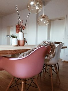 #homedecor #pink Condo Living, Home Living Room, Style At Home, Beautiful Home Designs, Scandinavian Home, Dream Decor, House Rooms, Home Kitchens, Interior Decorating