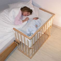 co sleeper baby newborn. this is such a great idea. I wish i would have had one of these when mine was a baby. Much easier than bassinet