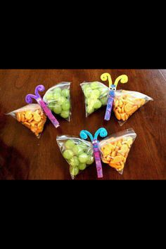 Cute butterfly treat bags! Use snack-sized ziplock bags and fill with fruit, nuts, crackers, candies and/or trail mix. How cute! Great for camping, hikes, classroom treats & birthday parties.