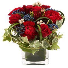 Afin d'évoquer ce quartier romantique de Paris qui abrite l'une des merveilles du patrimoine français, nous avons choisi de vous proposer cette ravissante composition. Travaillée à base de roses et renoncules rouges, habillée d'un joli feuillage, Opéra est une merveille de création florale qui enchantera à coup sûr votre moitié ! Le conseil du fleuriste A réception de votre composition, humidifiez la mousse tous les 2 jours en prenant soin d'en écarter les fleurs.