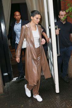 Kendall Jenner (Foto: T.JACKSON / BACKGRID) Looks Street Style, Model Street Style, Looks Style, Looks Cool, Celebrity Outfits, Celebrity Style, Model Outfits, Fashion Outfits, Estilo Jenner