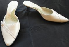 Kenneth Cole Reaction Ivory Mill-O-Naire Leather Mules Shoes Sz 8.5 http://www.ebay.com/itm/370953191457?ssPageName=STRK:MESELX:IT&_trksid=p3984.m1555.l2649