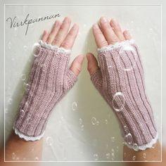Ravelry: Fingerless mittens pattern by Titti Stenke Crochet Mitts, Knitted Mittens Pattern, Crochet Gloves, Knit Mittens, Crochet Scarves, Free Crochet, Wrist Warmers, Hand Warmers, Odd Molly
