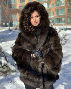 Fur Fashion, Womens Fashion, Sable Fur Coat, Fox Fur Coat, Neck Warmer, Faux Fur, Sexy Women, Lady, Fashion Design