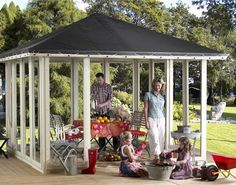 Skab et personligt frirum i haven og pynt din pavillon med et flot bord eller en masse planter og blomster.