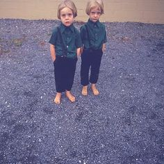 cool in green shirt, black pants Creepy Old Photos, Double Twin, Misfit Toys, Terrible Twos, Vintage School, We Are Young, Double Trouble, Kid Styles, Green Shirt