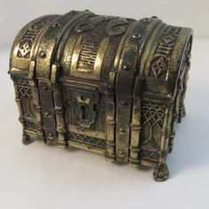 Brass Treasure Chest Cedar Lined Nautical Old Trunks, Vintage Trunks, Trunks And Chests, Pirate Treasure Chest, Treasure Boxes, Chest Furniture, Decorative Storage Boxes, Weekend Crafts, Prop Design