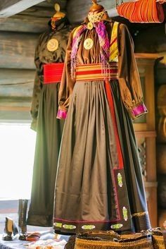 Folk Costume, Costumes, Folk Clothing, Learn Islam, Learn Quran, Dress Up, Shirt Dress, Textiles, Outfits