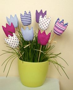 Felt Crafts, Easter Crafts, Fabric Crafts, Diy And Crafts, Arts And Crafts, Felt Flowers, Fabric Flowers, String Art, Projects To Try
