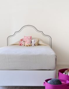 Resist the urge to connect the dots with this simple headboard wall decal. Minimalist design at its best. Please note: Queen size decal works with both a full (double) and queen size mattresses.
