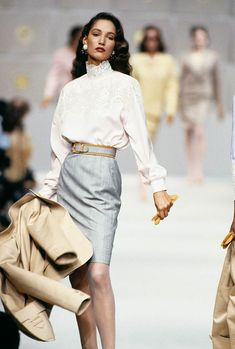 The best eighties fashion runway moments and trends from every high end fashion designer, including Chanel, Valentino, Christian Dior and more. # high Fashion Runway Looks So On-Trend, They Could Be From The 2018 Shows Fashion Trends 2018, Fashion 2020, Runway Fashion, Fashion Show, Fashion Tips, Fashion Ideas, Fashion Games, 80s Womens Fashion, Fashion Spring