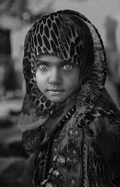 "Amazing Eyes!!!! http://abayatrade.com muslim magazine ""Oman culture""   ©Nadia Alamri"
