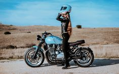 Cafe racers, scramblers, street trackers, vintage bikes and much more. The best garage for special motorcycles and cafe racers. Cafe Racer Girl, Cafe Racer Bikes, Cafe Racers, Lady Biker, Biker Girl, Kawasaki Zephyr, Rockabilly, Kawasaki Cafe Racer, Harley Davidson