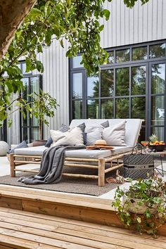 Indoor Outdoor Living, Outdoor Rooms, Outdoor Furniture Sets, Outdoor Decor, Exterior Design, Interior And Exterior, Casa Patio, Elle Decor, Decks