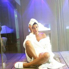 #AnaLauraRibas Ana Laura Ribas: Domenica di... bagno turco con lui, sauna con lui, jacuzzi con lui, eppure massaggio con lui... sempre vicini... vicini... #lovestory #ioelui #day #sunday #amore #shiseidospa @shiseido_italia #womaninlove #brasil #italia