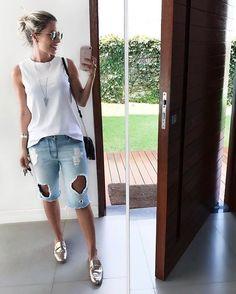 A bermuda está on nesse verão! Dicas de como usar, looks arrasadores Summer Outfits 2017, Mom Outfits, Short Outfits, Jean Outfits, Casual Outfits, Bermuda Shorts Outfit, Denim Shorts Outfit, Black Shorts, Look Camisa Jeans