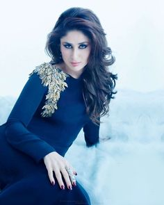 Kareena Kapoor is one of those very few Bollywood and Hollywood actresses who have impressed their fans with their outstanding style and fashion statements. Kareena Kapoor Khan, Deepika Padukone, Ranbir Kapoor, Bollywood Stars, Bollywood Fashion, Indian Celebrities, Bollywood Celebrities, Bollywood Actress, Beauty And Fashion